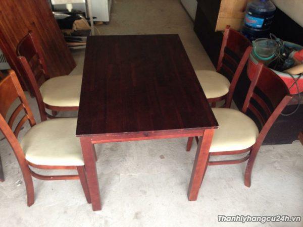 bàn ăn nhà hàng