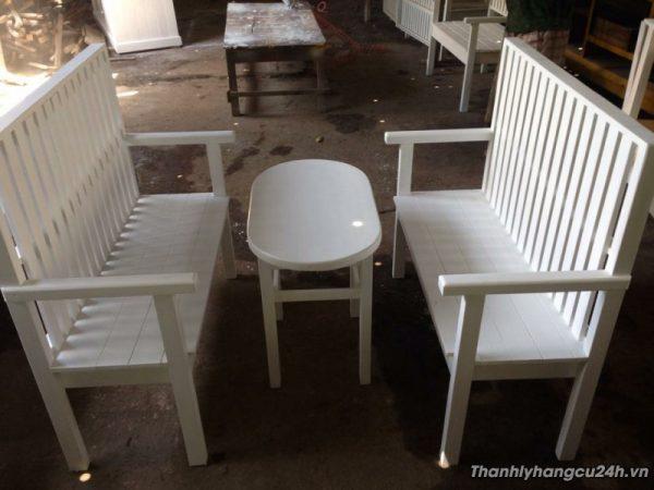 bàn ghế trắng sữa